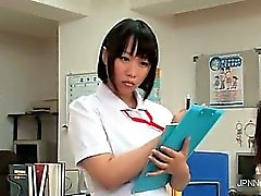 Adorable asiatiska sjuksköterska blir kinky del 1