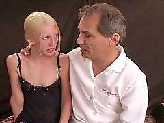 Thin bionda sottomessa Cagna schiavitù Sex