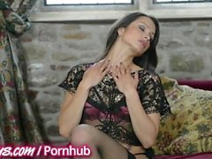 Solo girls play with themselves