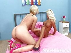 Sexy snatch sucking sisters