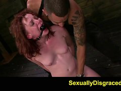 FetishNetwork Emma se Evins DP sexo esclavitud y la garganta profunda