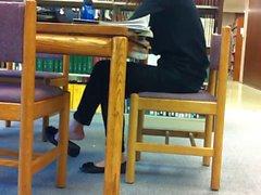 Franco asiática Biblioteca shoeplay con los pies colgando Venta de Pt 2 de
