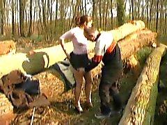 FRANSE CASTING n6 petite brunette tiener in een bos
