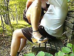 Dogging hustru påsatt av främmande i parken