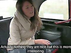 Polluelo Hairy golpean duro en los asientos traseros por el conductor de pervert