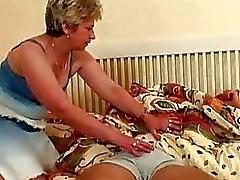 Büyük Göğüsler Sarışın Anneanne Sw alındığında ...