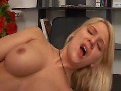 Caroline de jaie sesso in ufficio