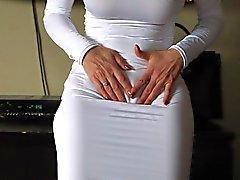 Audreyn , Valkoiset mekko , Louboutin ja lelun