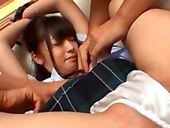 Sexo em grupo asiático com colegial amarrado e boceta dedos