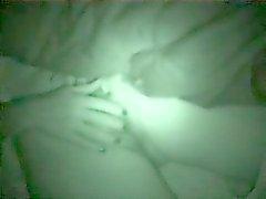 Regardez ma la soeur joli pas sur le lit