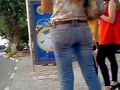 Arrêt d'autobus filles candide