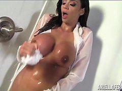 Ariella Ferrera Smokes Up the Mirrors in Shower