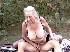 In de Duitse Woods 2 - The Granny Outdoors