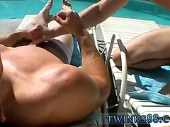 Les stars du porno gay Zack & Mike - Jackin by the Pool
