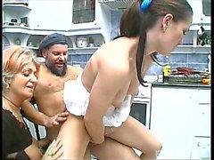 Breasty Gamla Horan och A Brunette Behåring Slampa Att Plogat
