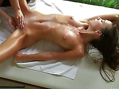Massagem para uma jovem