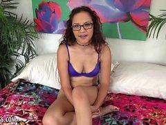Spicy babe Latina dá boa entrevista