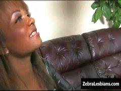 Zebra Junge Frauen - Schwarz lesbian babes ficke tiefen Behaart StrapOn Spielwaren 01