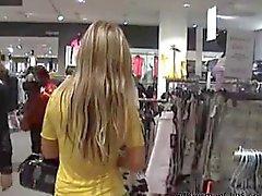 Blondasse german baisée dans le centre commercial
