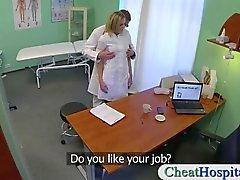 Viti a medici sporco suo vasca infermiera bionda sexy nel suo ospedale