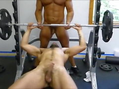 MM два Волосатые Muscle Hunks ебать Raw в тренажерном зале