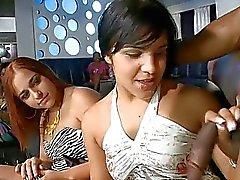 Drunk Girls chupando os galos