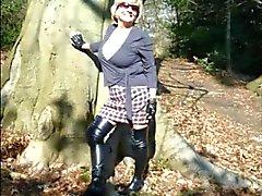 La nonna Head N ° 38 barare con il suo cooperazione collega in the Forest