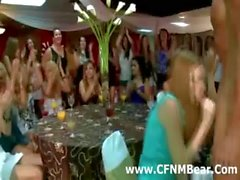 Amateur Partei Mädchen saugt ein Detektiv CFNM Strippers