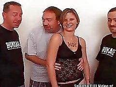 Tätowierten 20Something Luder Bukkake Schlag