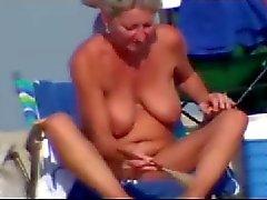 Sexy keer op het naaktstrand