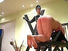 Femdom Imperatriz Maxena militar caning