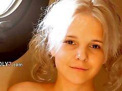 Rakning av vackra 19yo blondin fitta
