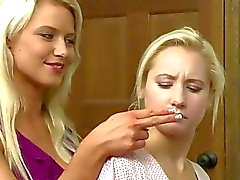 Anikka Albrite sekä Ashli Orionista Girlfriendsfilms