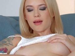 Chat with me by Sapphic Erotica Arteya and Yasmin Scott lesbians