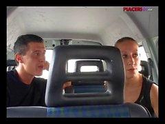 Bella troia italiana rimorchiata e fottuta nel furgone