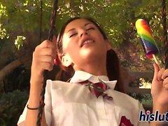 Sıska Latina kız öğrenci onun kunduz sürülmüş olan