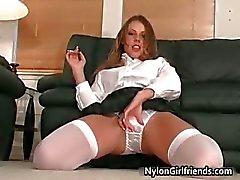 Sexy schoolmeisje Penny Flame strippen