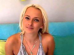 Reizvoller Blonde Beach Babe