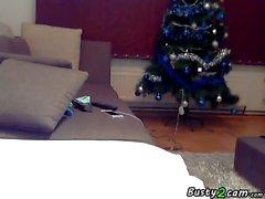 Big tits flicka onanerar på soffan