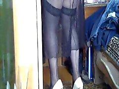 In posa fronte a porte chiuse VEB nelle immagine femminile