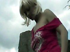 Destelladores blonde adolescente al aire libre