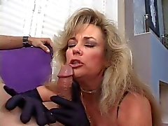 Hot Cougar Anjelica Fox Tupakointi Blowjob