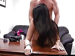 Mollige Brunette In The Sex Interview