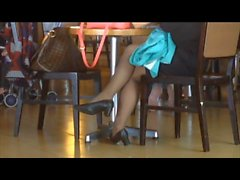 Feet franc des Asiatiques sexy jeux de chaussures dans Bas Nylon de l'aéroport de
