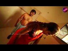 Calda Mallu Serva Romanticismo con i proprietari Telugu