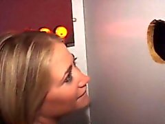 Dunkelblond Detektiv Sucking Amateure An Einem Gloryhole