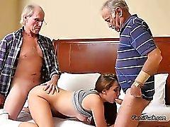 Adolescenti Naomi di Alice ottiene il allo spiedo A gli uomini anziani
