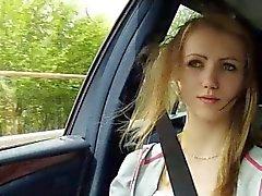 De Beatrix começa bonita que em um carro com um indivíduo