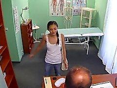 Doctor nai Russian petite tyttö