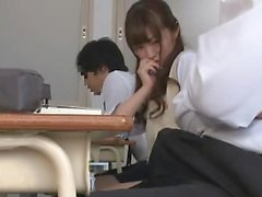 Avsugning japanska amatör fingrar sedan suger dick